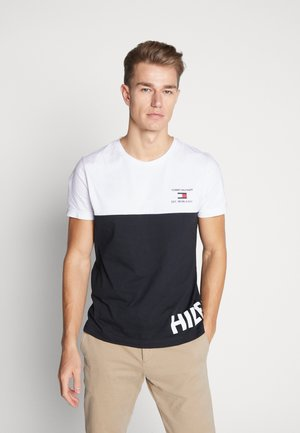 BRANDED COLORBLOCK - T-shirt z nadrukiem - white/black