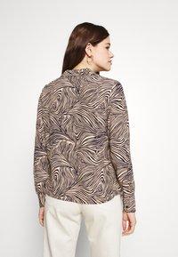 Vero Moda - VMGEA - Skjorte - brown - 2