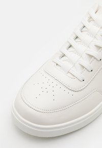 Burton Menswear London - DONAVON - Sneakers laag - white - 5