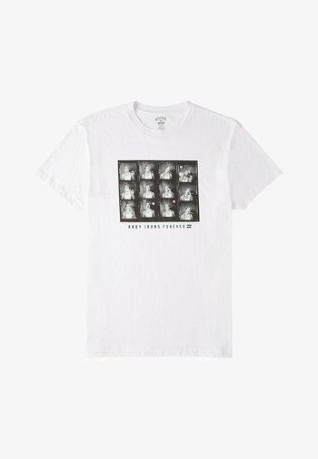 AI FOREVER CIGAR  - Print T-shirt - white