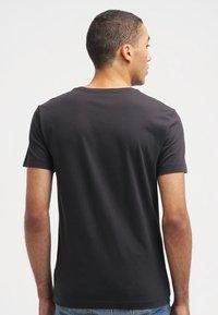 Calvin Klein Jeans - Print T-shirt - meteorite - 2