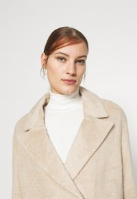 Whistles - DRAWN COCCON COAT - Classic coat - oatmeal - 3