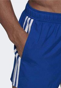 adidas Performance - CLASSIC 3-STRIPES   - Surfshorts - blue - 4