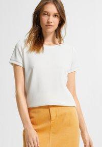 comma casual identity - Basic T-shirt - white - 0