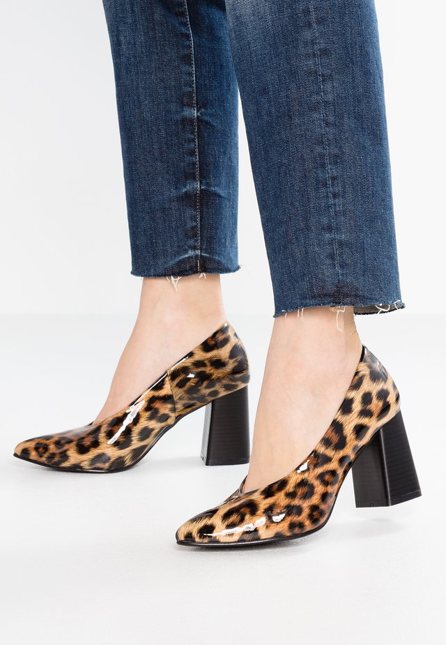 CARRIE - Pumps - brown