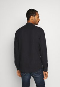 Only & Sons - ONSBRENT DOBBY MANDARINE - Shirt - dark navy - 2