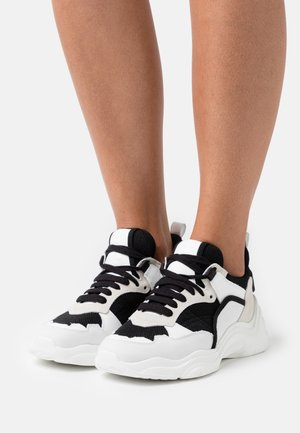 CURVERUNNER - Sneakers laag - white