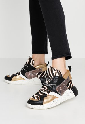 High-top trainers - gold
