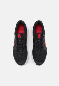 Nike Performance - RUN SWIFT 2 - Obuwie do biegania treningowe - black/universe red/white - 3