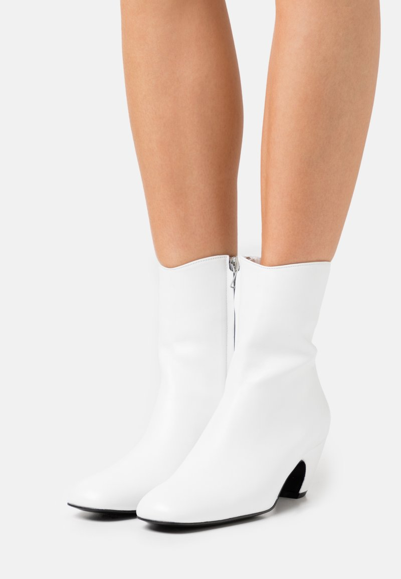 Dorateymur - BOOT - Classic ankle boots - white
