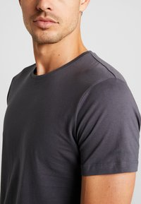 Esprit - 2 PACK - Basic T-shirt - anthracite - 4