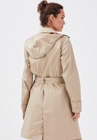 Cache Cache - Trenchcoat - sable - 2