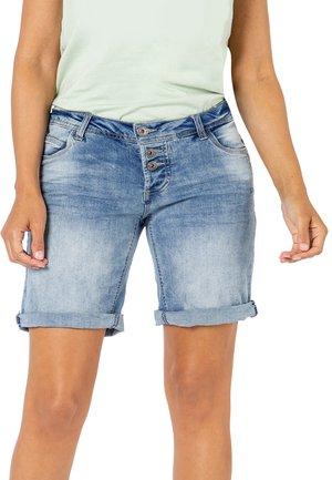 BERMUDA MIT AUFSCHLAG - Denim shorts - light-blue