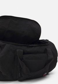 Pier One - UNISEX - Sportovní taška - black - 2