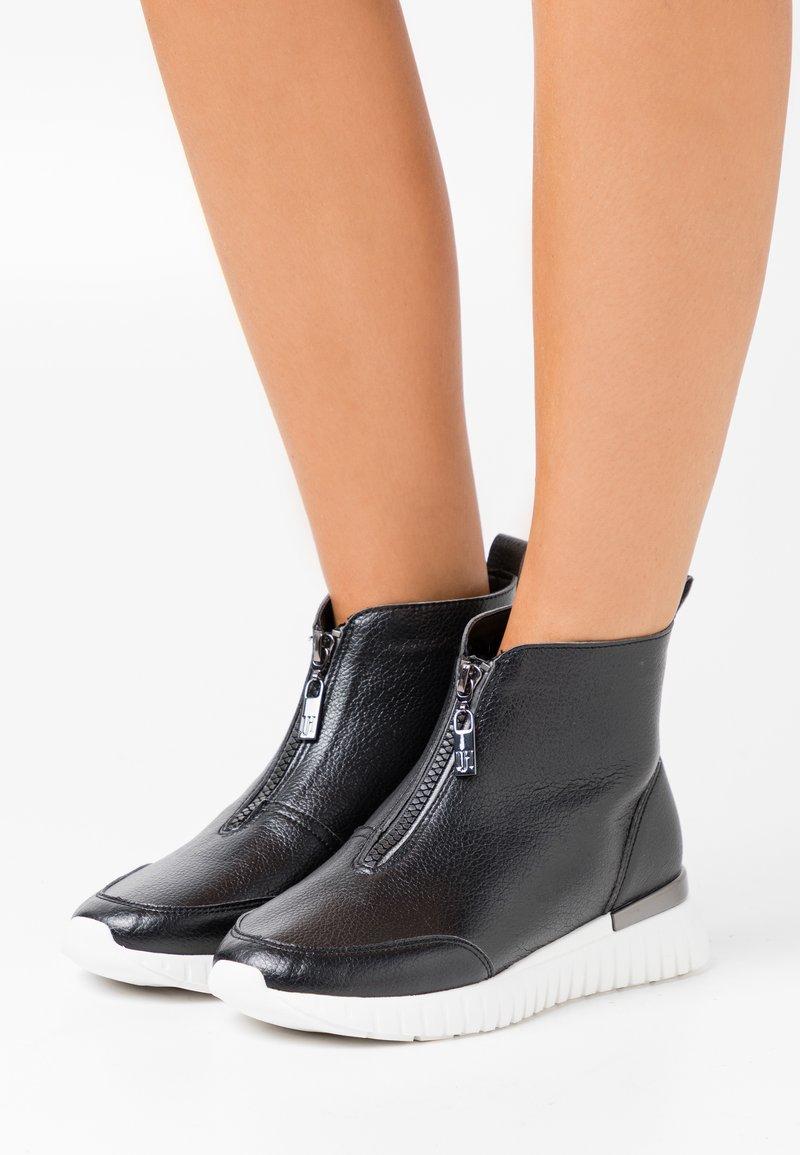 Ilse Jacobsen - Zimní obuv - black