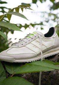 adidas Originals - SL 72  - Trainers - grey one/offwhite/signal green - 2