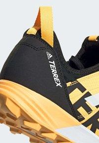 adidas Performance - TERREX SPEED TRAIL RUNNING SHOES - Obuwie do biegania Szlak - gold - 6