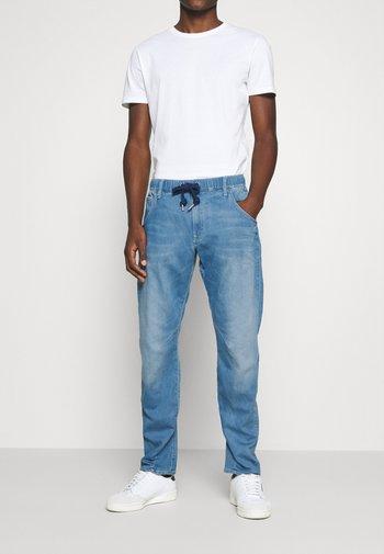ARC 3D SPORT TAPERED - Jeans Tapered Fit - indigo rinn trainer/medium indigo aged