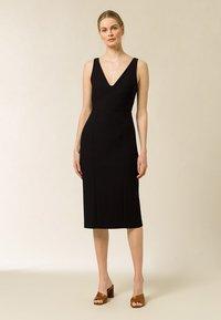 IVY & OAK - BODYCON DRESS - Shift dress - black - 0