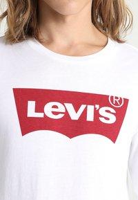 Levi's® - GRAPHIC - Maglietta a manica lunga - better white - 3