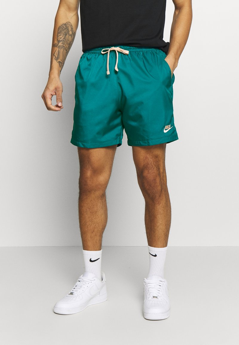 Nike Sportswear - FLOW - Shorts - bright spruce/washed coral