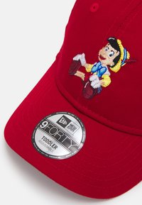 New Era - FILM CHARACTER 9FORTY PINOCCHIO UNISEX - Cap - red - 3