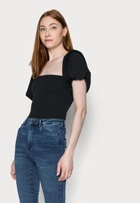 Missguided Tall - PUFF SLEEVE BARDOT  - Print T-shirt - black - 3