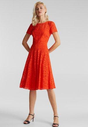 SPITZEN-KLEID MIT SCHWINGENDEM ROCK - Robe de soirée - red orange
