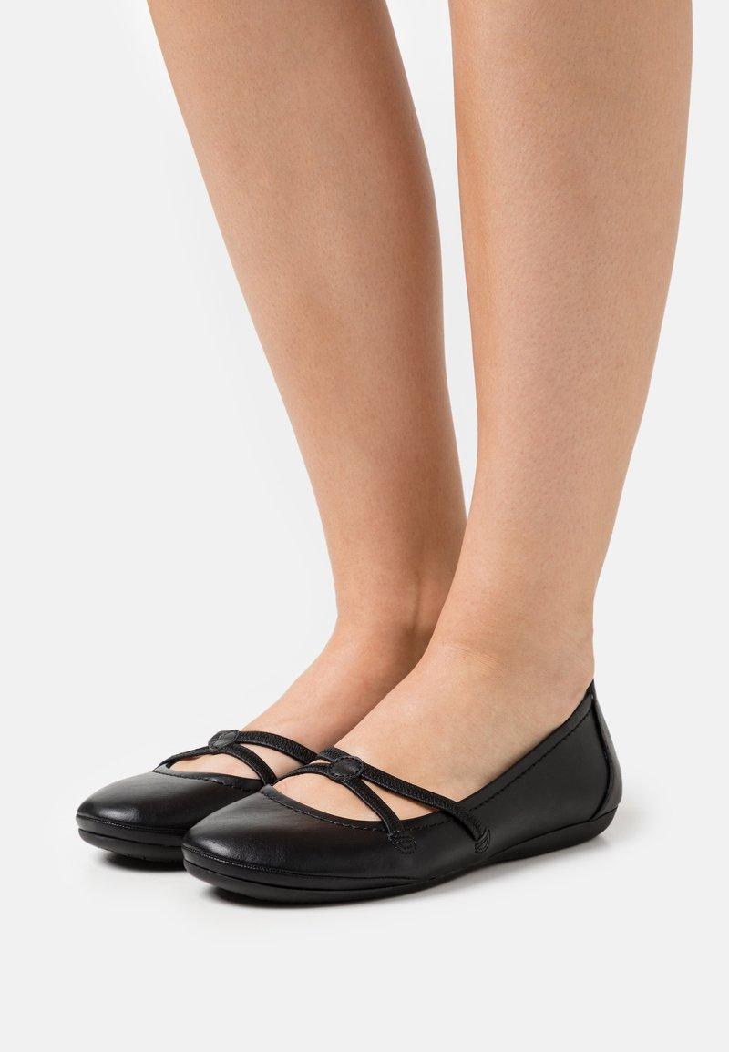 Tamaris - Ballerina's met enkelbandjes - black