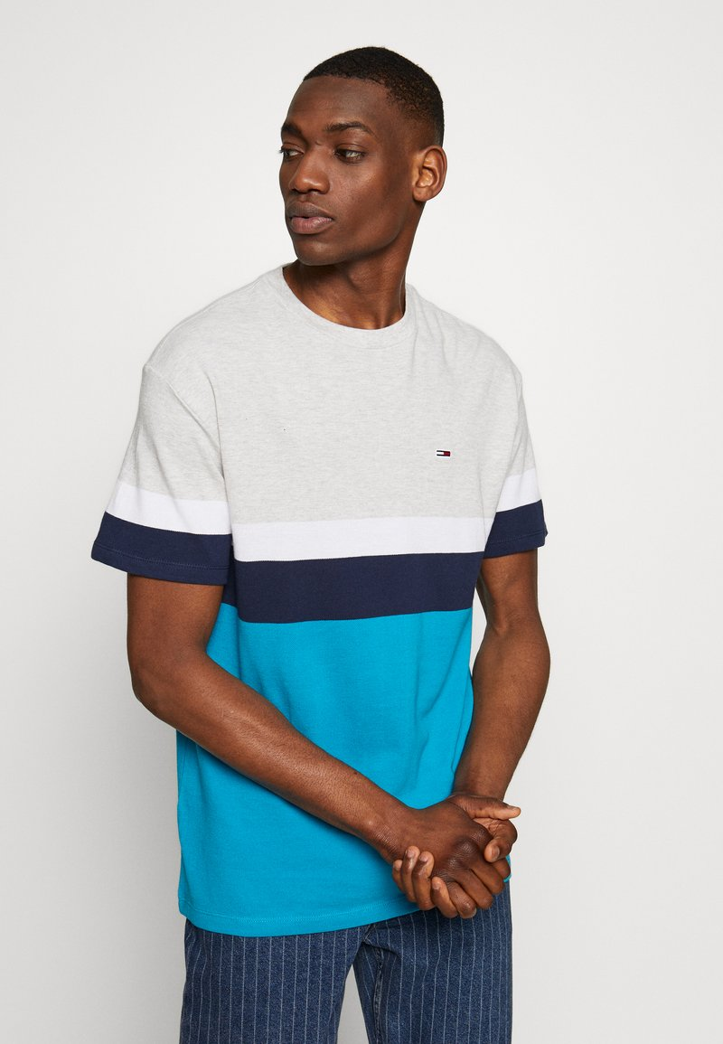 Tommy Jeans - GRAPHIC COLORBLOCK TEE - Print T-shirt - pale grey heather/multi