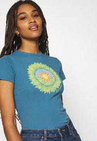 BDG Urban Outfitters - MOTHER EARTH BABY TEE - Triko spotiskem - blue - 4