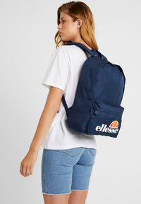 Ellesse - ROLBY PENCIL CASE - Batoh - navy - 6