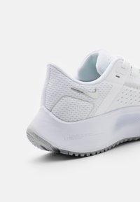 Nike Performance - AIR ZOOM PEGASUS 38 - Zapatillas de running neutras - white/metallic silver/pure platinum/wolf grey - 5