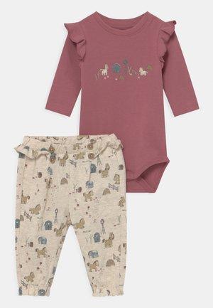 NBFLORAINE SET - Trousers - deco rose
