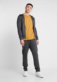 Luke 1977 - JAGUAR - Zip-up sweatshirt - charcoal - 1