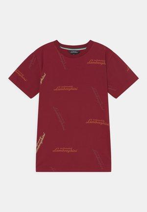ALLOVER LOGOSCRIPT - Print T-shirt - bordeaux