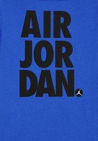 Jordan - JUMPMAN STACK CLASSIC TEE UNISEX - Print T-shirt - signal blue - 2