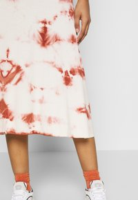 EDITED - TAYLA DRESS - Žerzejové šaty - cedar wood/white swan - 5