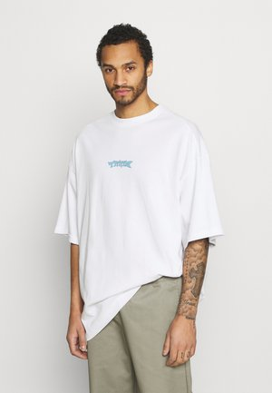 MEGA OVERSIZED - T-shirt med print - white light