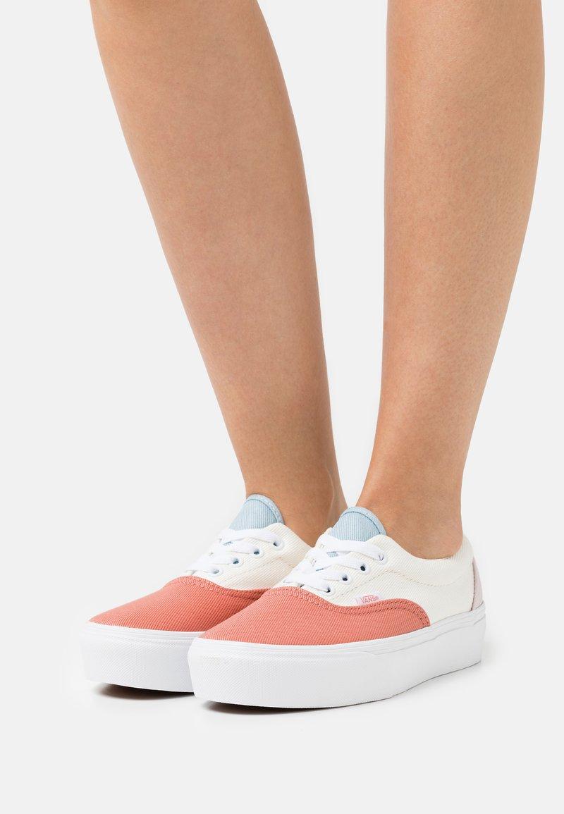 Vans - ERA PLATFORM - Trainers - pastel/true white