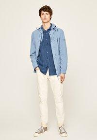 Pepe Jeans - IVAN - Overhemd - indigo blau - 1