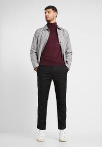 Burton Menswear London - CORE ROLL - Jumper - burgundy - 1