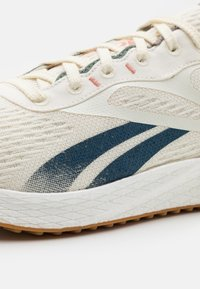 Reebok - FLOATRIDE ENERGY GROW RUNNING - Scarpe running neutre - classic white/brave blue/boulder grey - 5