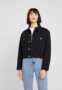 Calvin Klein Jeans - CROPPED FOUNDATION TRUCKER - Chaqueta vaquera - copenhagen black - 0