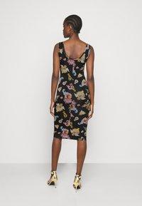 Versace Jeans Couture - LADY DRESS - Vestito di maglina - black - 2