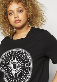 ONLY Carmakoma - CARLANDA - Print T-shirt - black - 4