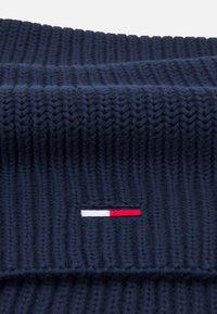 Tommy Jeans - BASIC SCARF BEANIE SET   - Šála - twilight navy - 3