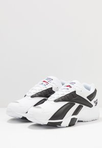 Reebok Classic - INTV 96 SHOES - Sneakers basse - white/black - 2