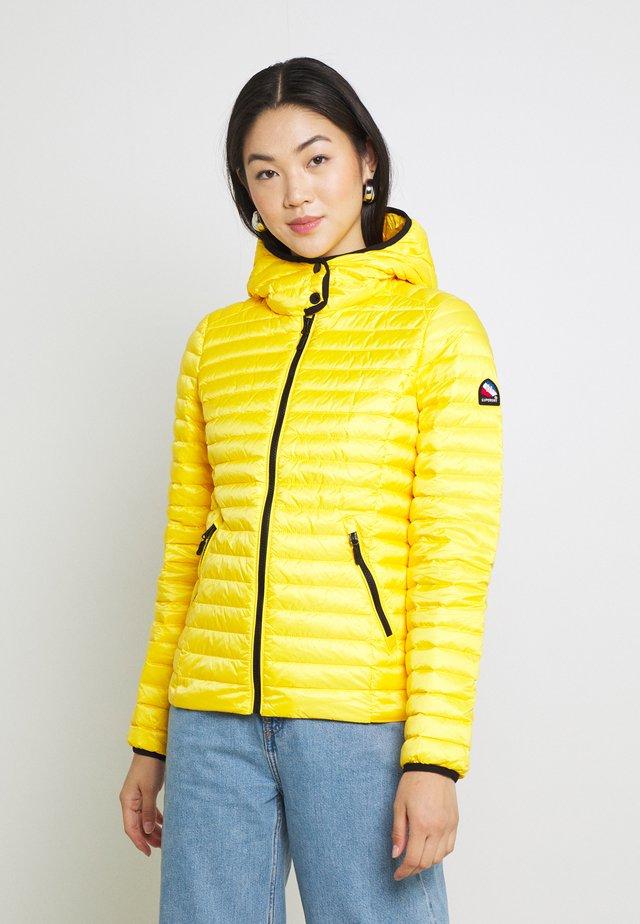 CORE PADDED JACKET - Bunda zprachového peří - nautical yellow