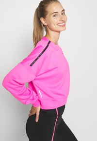 Puma - TRAIN BRAVE ZIP CREW - Sudadera - luminous pink - 3